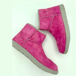 UGGS Girls Pink Suede Boots Sz 4 NEW